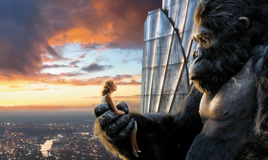 Image de King Kong et de Anne Darrow ( Naomi Watts) au sommet de l'Empire State Building.