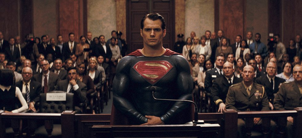 "Image de Superman au tribunal dans le film ""Batman vs Superman""."