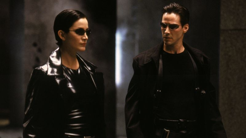 "Image de Neo (Keanu Reeves) et Trinity (Carrie Anne-Moss) dans ""Matrix""."