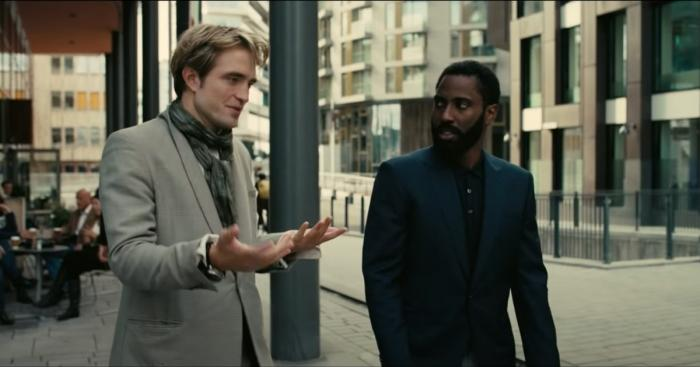 "Image de Robert Pattinson et John David Washington dans le film ""Tenet""."